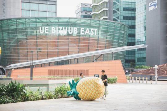 Про новій заправці в Сінгапурі повідомили з допомогою гігантського ананаса 6459b741fa88a93f60dce45f419b3dbc
